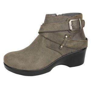 EUC Alegria leather boots